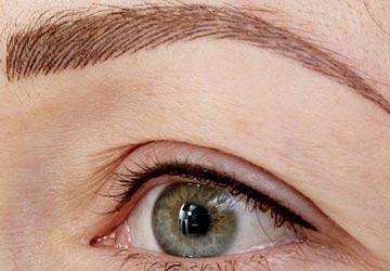 Особенности волоскового метода татуажа бровей